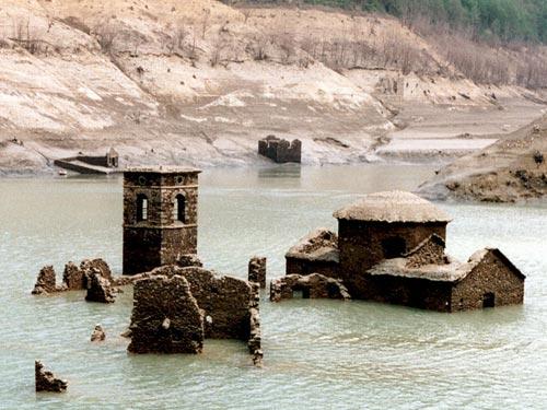 Fabbriche di Careggine riemerge dal lago