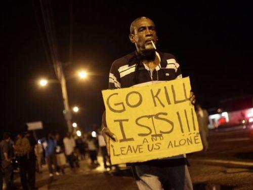 Un manifestante a Ferguson, Missouri, Usa