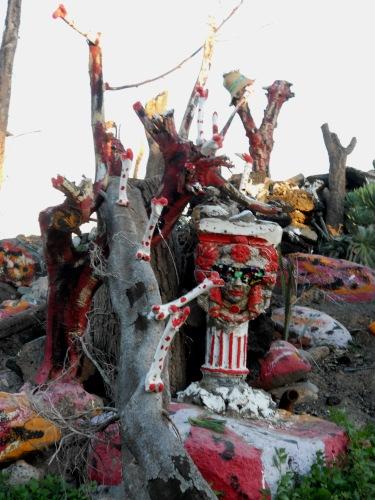 Altare-scultura, vecindario