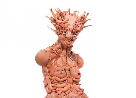 Dolls di Freya Jobbin